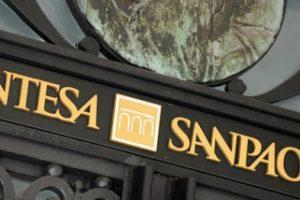 Comprare azioni Intesa Sanpaolo conviene?