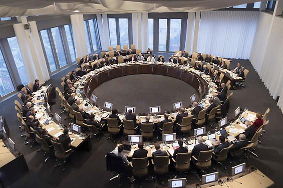 La BCE esorta le Banche Italiane ad Emettere più Debito