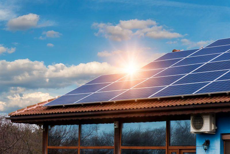 Azioni di Energia Solare che Aumenteranno Mentre Diminuiscono i Costi